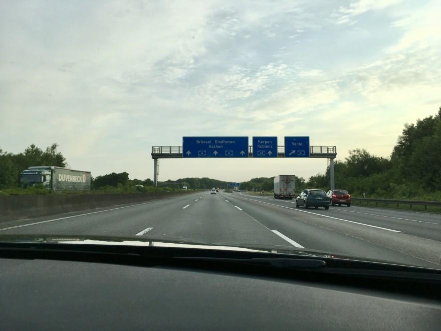 Autobahnschild Brüssel
