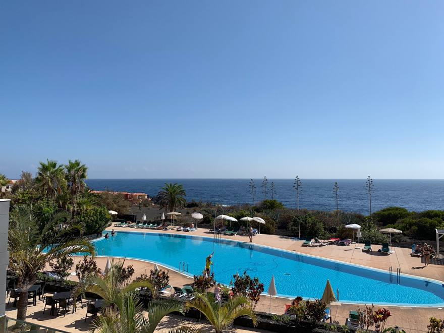 Pool und Meerblick Hotel Las Olas