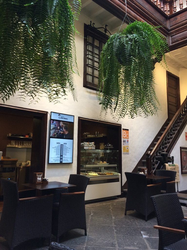 Santa Cruz de La Palma Cafe de Don Manuel Theke