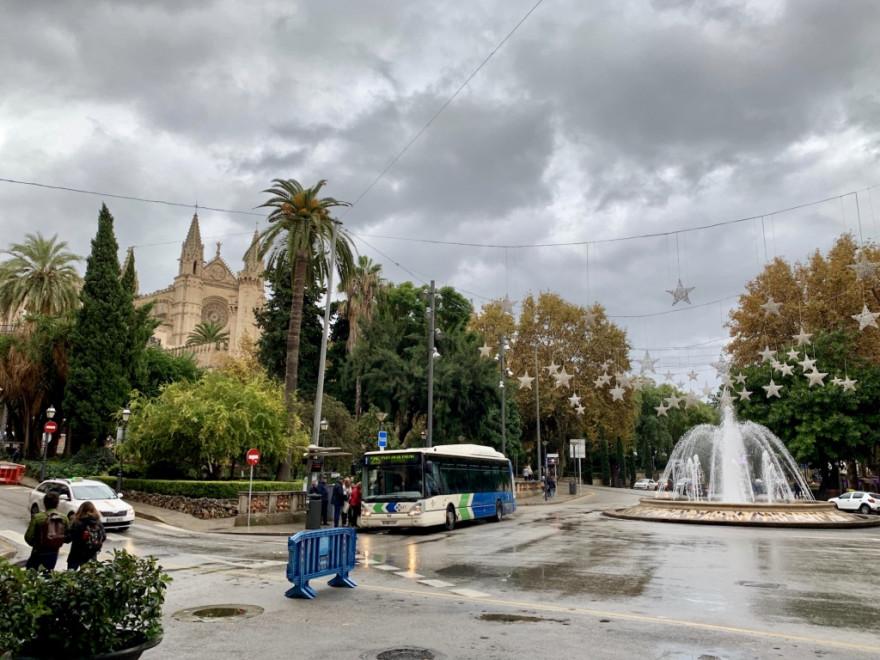 Kathedrale von Palma im Regen